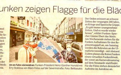 Rote Funken zeigen Flagge für die Bläck Fööss